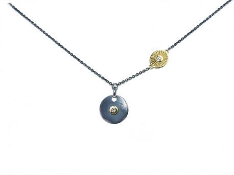 Collar d'argent 925 mm oxidada i setinada amb or groc de 750 mm i 2 brillants naturals.