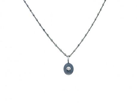 Colgante de plata oxidada y satinada de 925mm en forma oval con 1 brillante natural de 0.02cts.