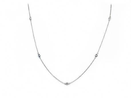 Collar or blanc de 750 mm amb boques rodones i 5 Brillants naturals de 0.03cts cadascun.