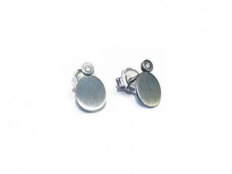 Pendientes en plata de 925mm, oxidada y satinada con brillantes naturales.