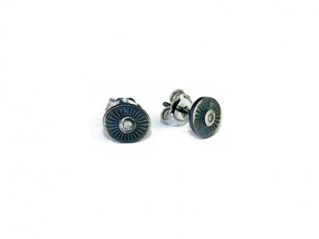 Arracades d'argent amb forma oval, rovellada i setinada amb brillant natural.