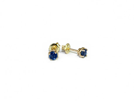 Pendientes en oro amarillo con Zafiro azul natural.