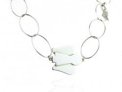 """Collar de bagas en plata con motivos de ángeles, piedras, alita, placa """"love""""."""